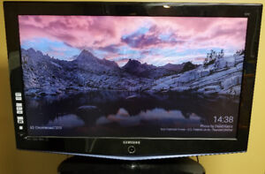 Samsung LCD TV 40 inch (perfect for World Cup 2018 NOW)