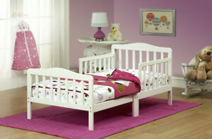 *Brand New In Box* Orbelle Toddler Bed - White