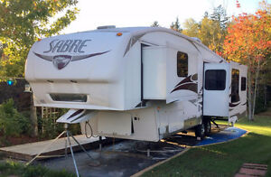 Attention Retirees/Snowbirds. Large Sabre 5th Wheel for Sale