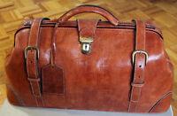 Très belle valise de voyage en cuir véritable d'Espagne.