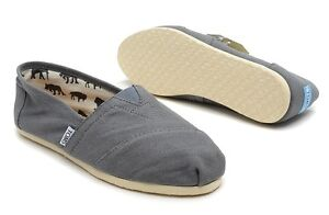 Brand new Men's Tom's classic canvas for sale!