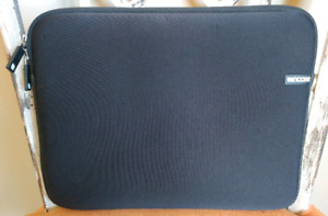 INCASE Neoprene Sleeve Case for LAPTOPS