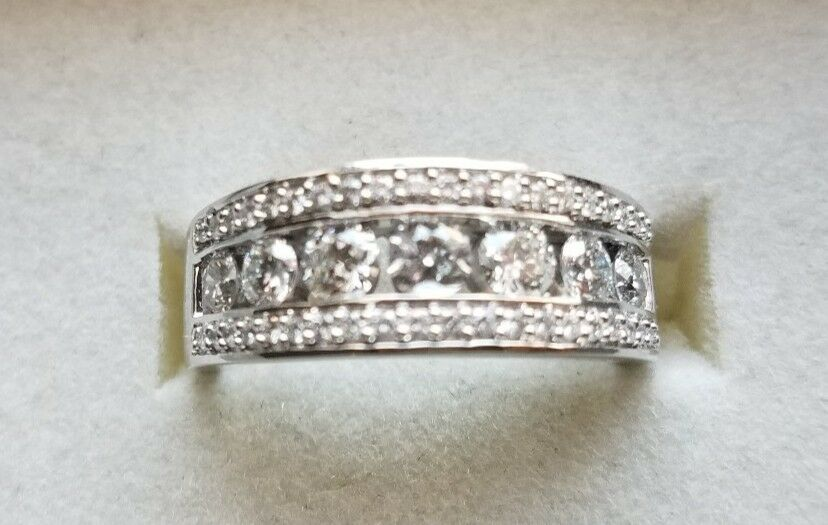 1 CT TW Diamond Ring 14K White Gold, certified near colorless - brand new