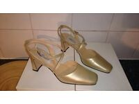 NEW LADIES SHOES - GESTURE - SCOOPED STRAP COURT - SIZE 6