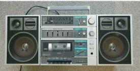 VINTAGE RETRO PORTABLE STEREO GHETTO BLASTER SANYO C30 - TAPE PLAYER RADIO