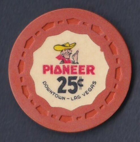 PIONEER CLUB 11TH ISSUE 25¢ LAS VEGAS CASINO CHIP -- 1964 (N6751)