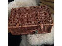 Straw hamper basket / picnic basket / wicker suitcase