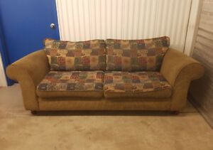 Extremely comfy 3 piece couch set (free delivery)