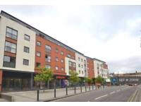 3 bedroom flat in Capitol Square, Epsom, KT17 (3 bed)