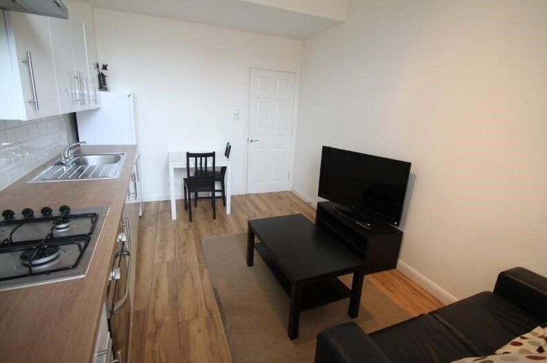 Ideally located 2 bed flat in New Cross - Will go quick!