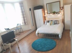 HUGE TWIN BEDROOM to share