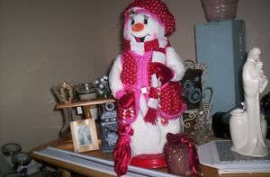 """lady snowman sings """"Vive le Vent"""" and lights up and moves also"""