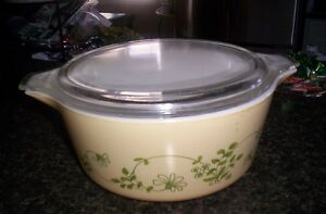 pyrex bowl with lid