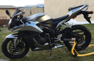 HONDA CBR 600rr / low kms