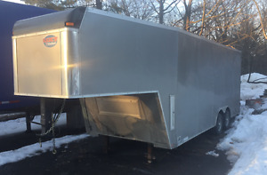 2015 United 8.5x28' Enclosed Gooseneck Trailer