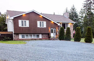 ***PRICE DROP*** POOL, HOT TUB, GARAGE...THIS HOUSE HAS IT ALL!!