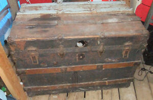 Antique metal and wood steamer trunk West Island Greater Montréal image 3
