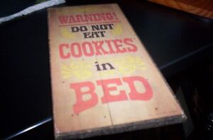 wall plaques : warning do not eat cookies in bed /place condemne