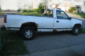 On Parts - Daily running Pickup Truck GMC, no wheels, no battery