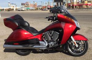 MINT!!!  2015 VICTORY VISION TOURING!  ONLY 7,100 KMS!