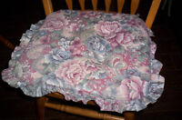 5 chairs cushions with ties in great condition
