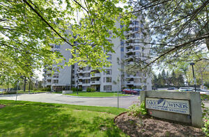 BURLINGTON 'LAKEWINDS' CONDO FOR SALE