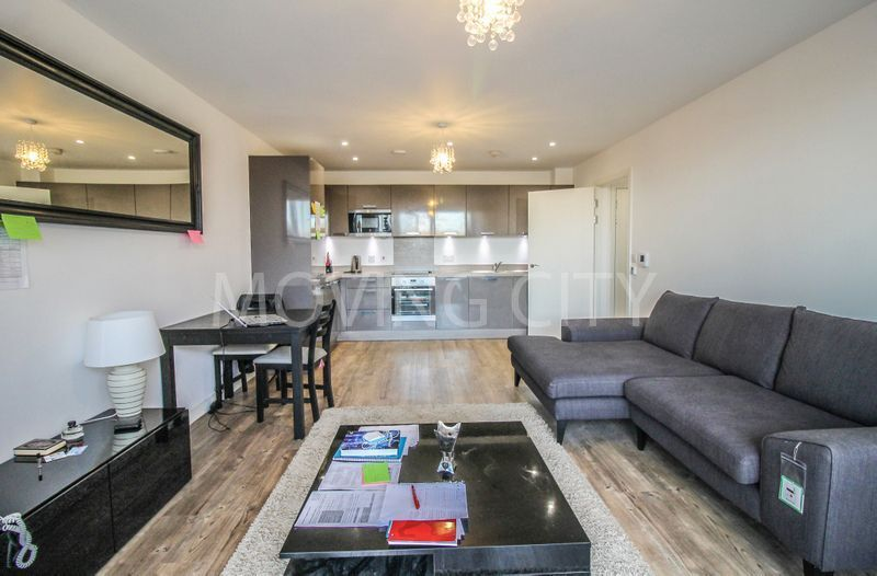 2 bedroom flat in Campion House, Canada Water,