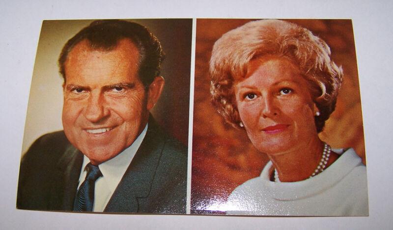 Vintage President RICHARD & PAT NIXON Postcard