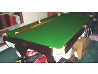 Riley 6ft slate snooker table with full sized pockets, snooker and pool balls, selection of cues.