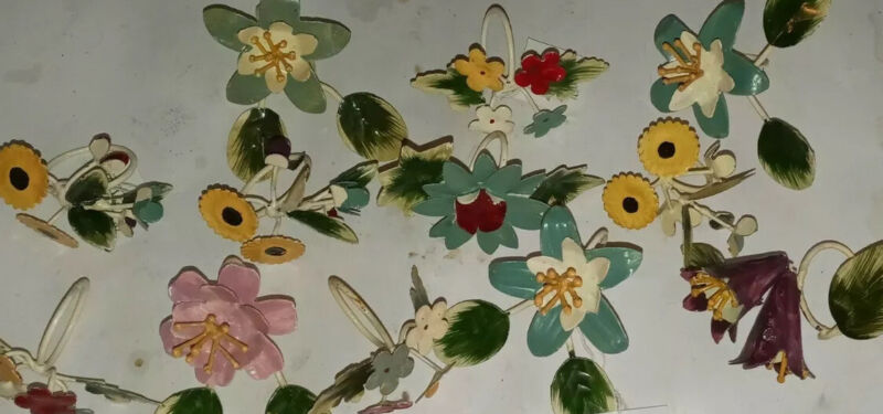 Twos Company Set of 13 Napkin Rings Floral Medal New