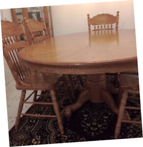 Pedestal Oak Table with Lion Claw Foot Base