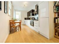 Stylish, ground floor 3 bedroom apartment To Let in Stockwell.