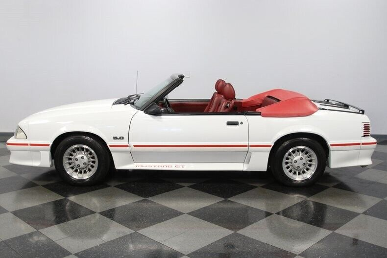 Image 8 Voiture Américaine de collection Ford Mustang 1987