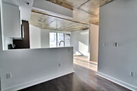 *Condo Amazing Location Private Balcony/Roof Top/Terrace-Gym*