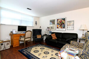 Bright, clean and spacious 1 bedroom (St. Clair & Scarlett)