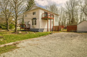☆ Waterfront Cottage ☆  Lake Simcoe ☆ With Private beach area☆
