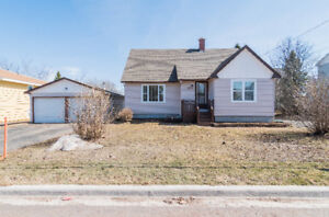 39 EDMOND, MONCTON EAST! INVITING OFFERS!
