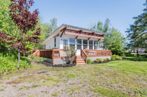 Cozy cottage/home with water view: 2287 Route 530 Grande Digue