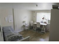 Double room in gorgeous flat - with patio!
