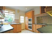 Spacious detached house three double rooms for house share 5 mins Twickenham Stn 1 min Virgin Active