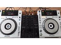 CDJ 850's and mixer