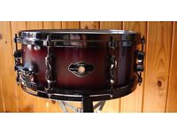 Tama Hyperdrive Lacquer Fade Snare Drum with Die Cast Hoops .