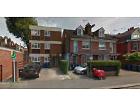 Lovely studio flat on the first floor available in Childs Hill, HB and DSS accepted.