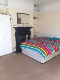 Massive room available now short term let in West London