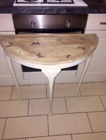 Half moon cream table