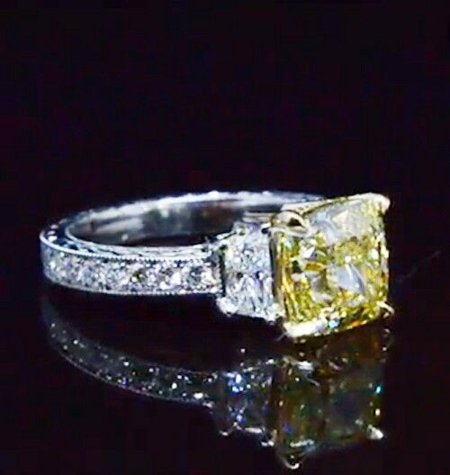 1.68 Ct Cushion Cut Canary Fancy Yellow Diamond Vintage Engagement Ring SI1 GIA 1