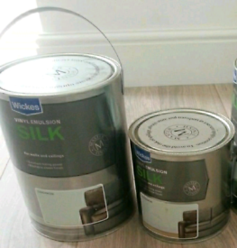 2 cans of Wickes cardamom paint