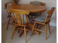 Round Drop Leaf Pine Dining Table and 4 Chairs in Excellent Condition with Jumbo Cord Seat Pads