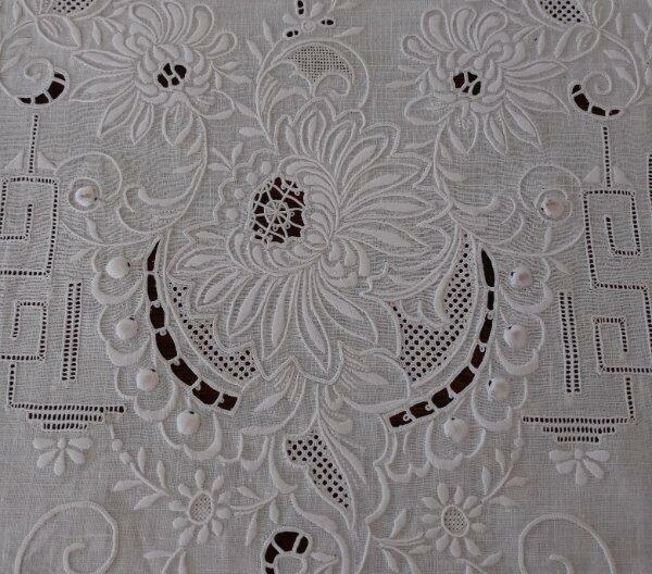 """Vintage Chee Foo Embroidered Needle Lace Table Runner White Linen Lace 42"""""""