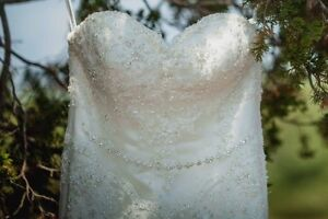 Lace and beaded fit and flare ivory wedding dress Kingston Kingston Area image 5